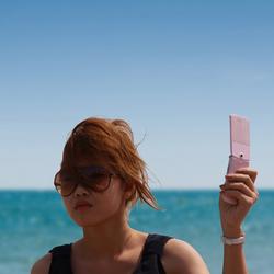 Thais meisje op het strand van Hua Hin