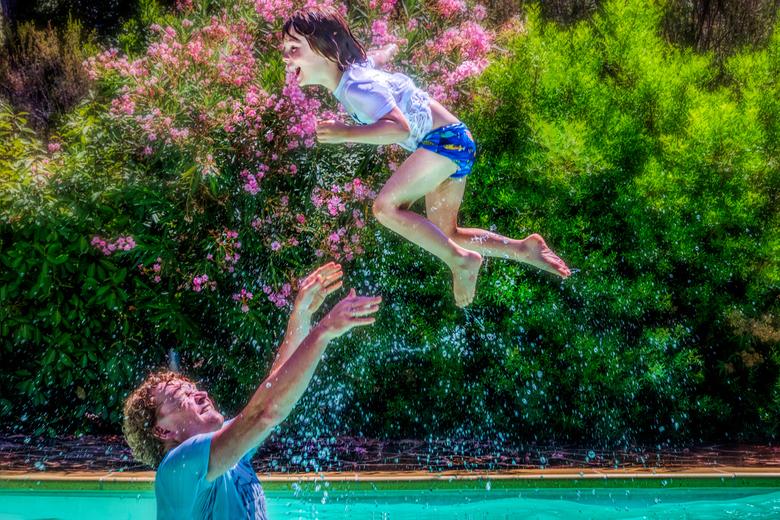 lol in het zwembad