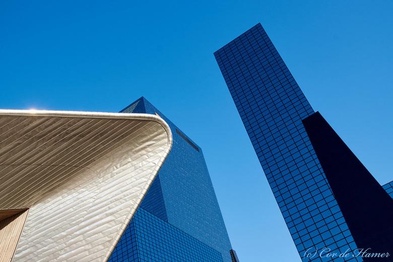 Rotterdam - Bij de uitgang of ingang (het is maar net van welke kant je het bekijkt) van het Centraal Station.<br /> De eerste foto van een dagtrip n