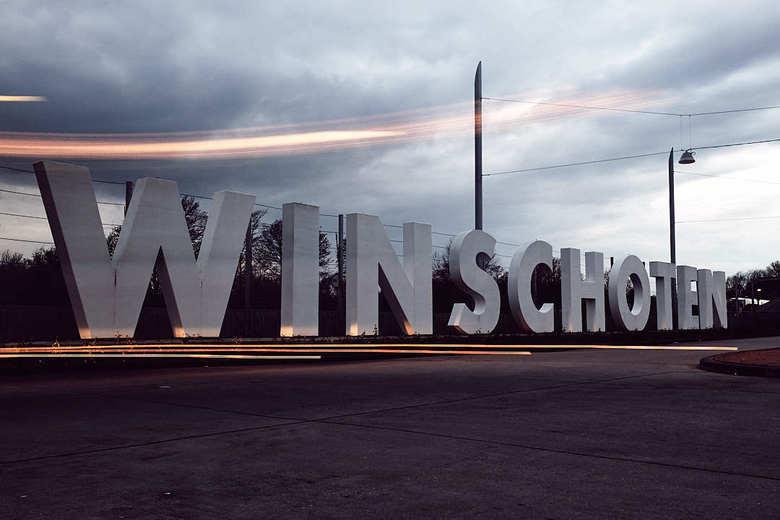 Lange sluitertijd CS Winschoten - Iets later op de dag rijden er bijna geen bussen meer (1x per uur). Gelukkig kwam er nog 1 bus langs. Het mooie van