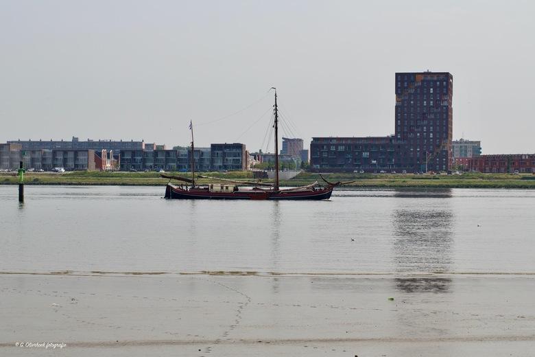 Helena - De HELENA werd gebouwd in 1875 en is het oudste, nog zeilende binnenvaartschip van Nederland. Het schip is na een uitgebreide restauratie wee