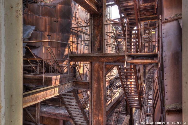 Verlaten oude staalfabriek (7) - Genomen op 28 mei 2013.