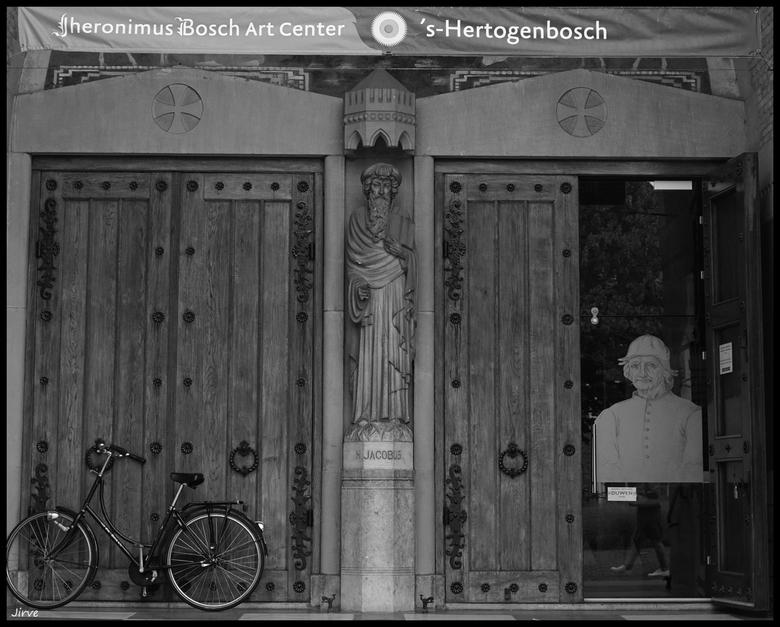 Ah mr Bosch U bent thuis ! dacht het al want uw fiets staat voor de deur......ik kom mijn schilderij ophalen ...!!
