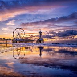 Kleurrijke zonsondergang in Scheveningen