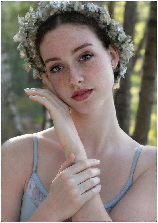  t e n d e r n e s s   - - uit de magische shoot met de prachtige Ella-Joy van eind mei, toen de zomer nog moest beginnen.. 'mensen verdwijnen u