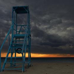 verlaten strandwachtstoel