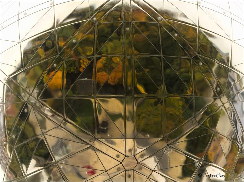Atomium autumn