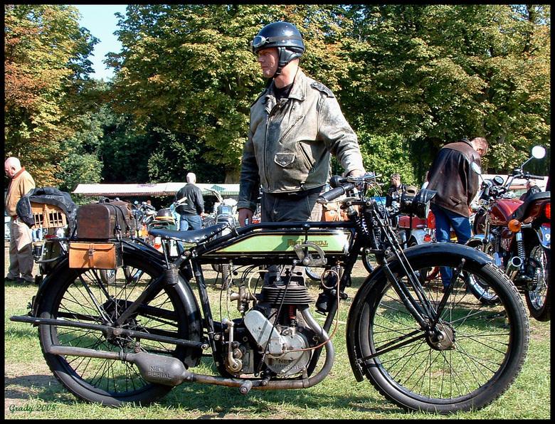 New Imperial - Dit is een foto genomen in Woerden bij het Veteranentreffen voor klassieke motoren.<br /> De New Imperial is een motor uit begin vorig