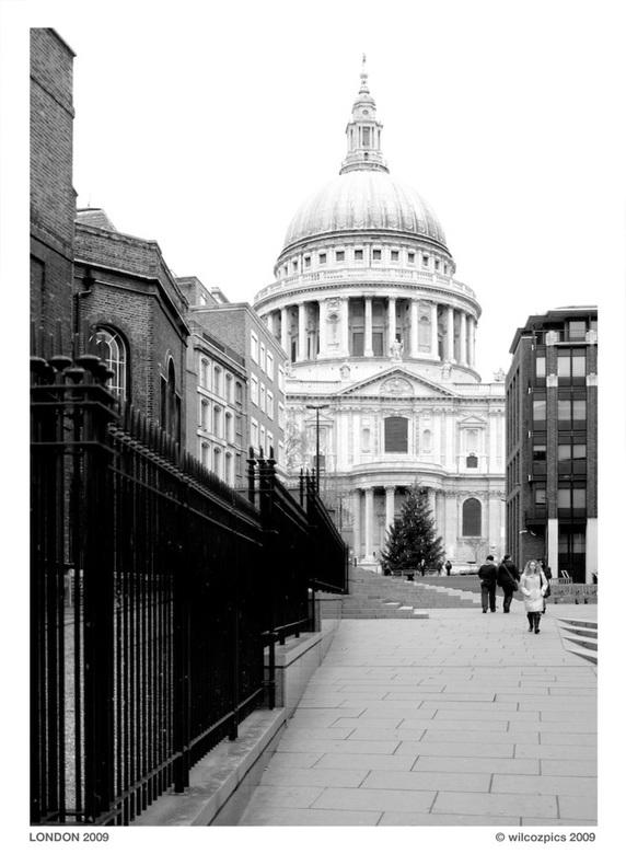St Paul's v2 - De geweldige koepel van St. Paul&#039;s Cathedral in zwart wit.<br /> <br /> Zo, dit was mijn laatste foto voor dit jaar.<br /> <br