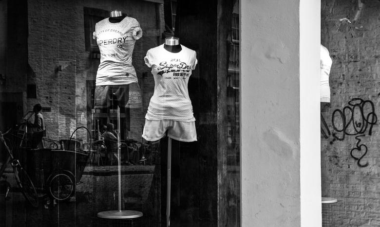 Spiegeling in zwart wit.