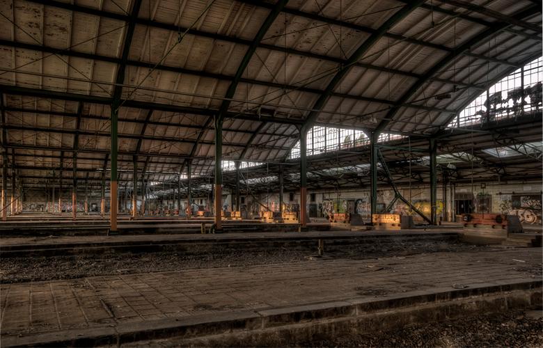 zat te zien als je tevergeefs op de trein zit te wachten ... - treinemplacement in de voormalige DDR