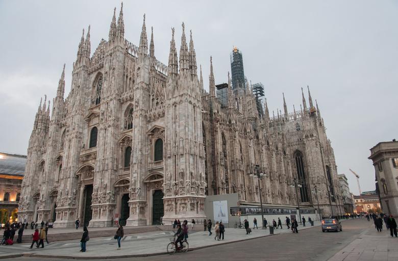 De Dom... - ...in Milaan.<br /> De Dom van Milaan (Duomo Santa Maria Nascente) is een van de grootste rooms-katholieke kathedralen in de wereld en ee