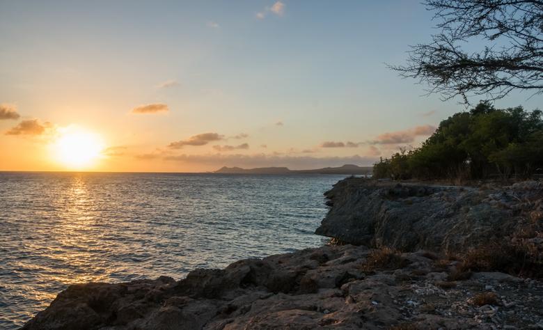 Sunset Bonaire 4 - Zonsondergang op Bonaire. De warme zwoele kleuren geven een goed beeld van hoe het die avond voelde.<br /> <br /> Bekijk ook de a