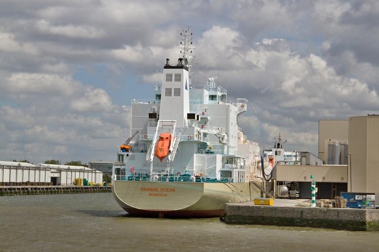 """Een vrijvalreddingsboot. - Dit schip (een Fruit Juice Tanker schip <a href=""""https://www.vesselfinder.com/nl/vessels/ORANGE-OCEAN-IMO-9675391-MMSI-6360"""