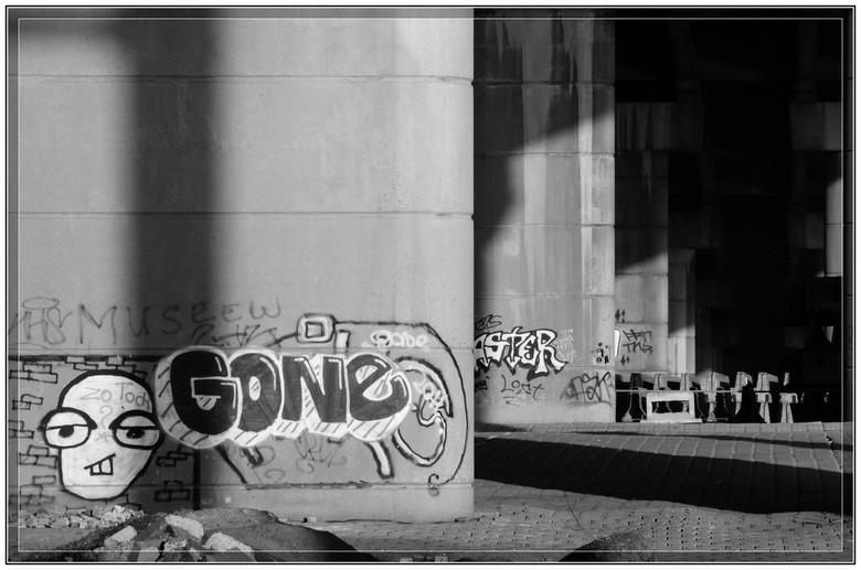 Onder Brienenoordbrug - Foto genomen onder de Brienenoordbrug in Rotterdam