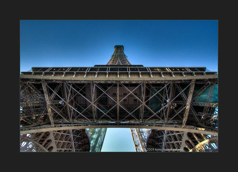 Parijs Tour Eiffel7 - FF kijken.. waar was ik gebleven ??<br /> Enkele foto&#039;s van deze massa metaal, maar dit is de laatste .<br /> <br /> Was