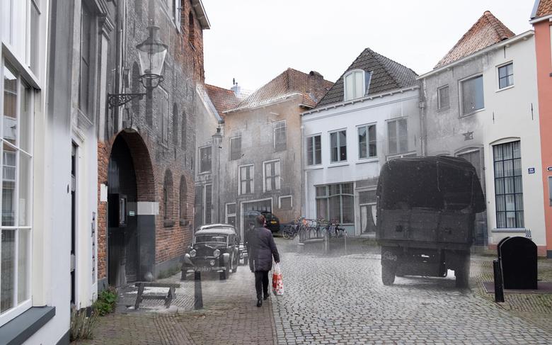 """Straat bij de Bergkerk in Deventer, onontdekt verleden - Voor het fotografie project """"Stille getuigen"""" heb ik foto's uit het Deventer s"""