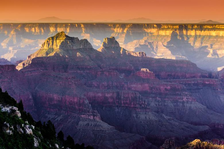 King of Canyons - Magic lights of the Grand Canyon  - The Grand Canyon... Magische kleuren geven de avond een bijzonder tintje... nagenieten van beeld