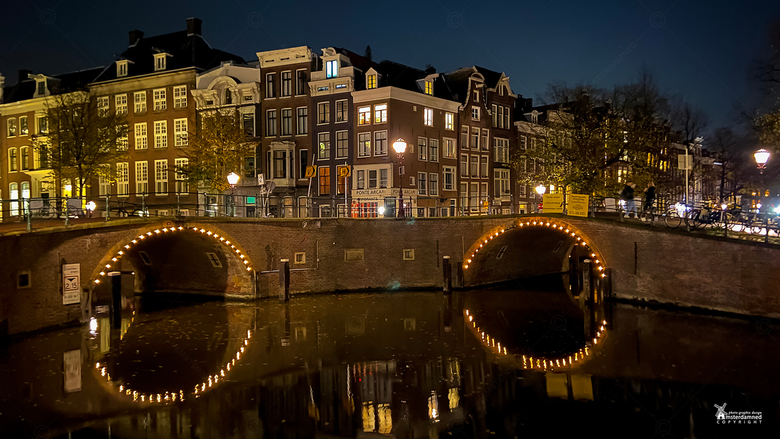 Amsterdam - Dit is de Kaasmarktsluis in Amsterdam.<br /> De brug is genoemd naar de Kaasmarkt die vroeger op het Thorbeckeplein gehouden werd. Een on