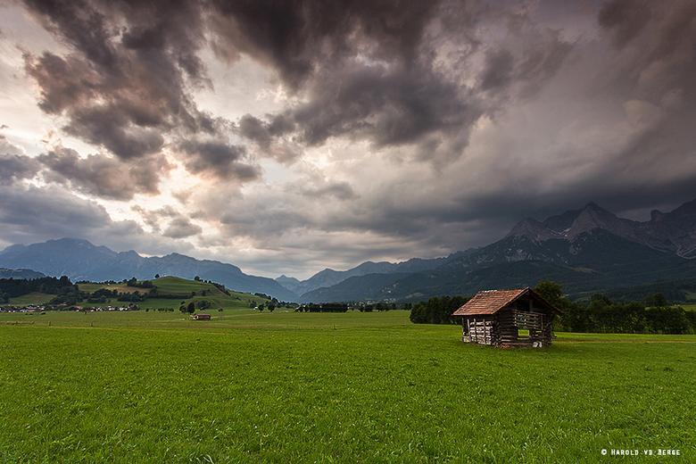 Waiting for the rain - Regenwolken komen over het Steinernes meer gebergte.<br /> <br /> Bedankt voor de reactie&#039;s bij mijn vorige upload!