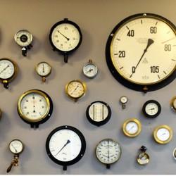 analoge meters in techniekmuseum