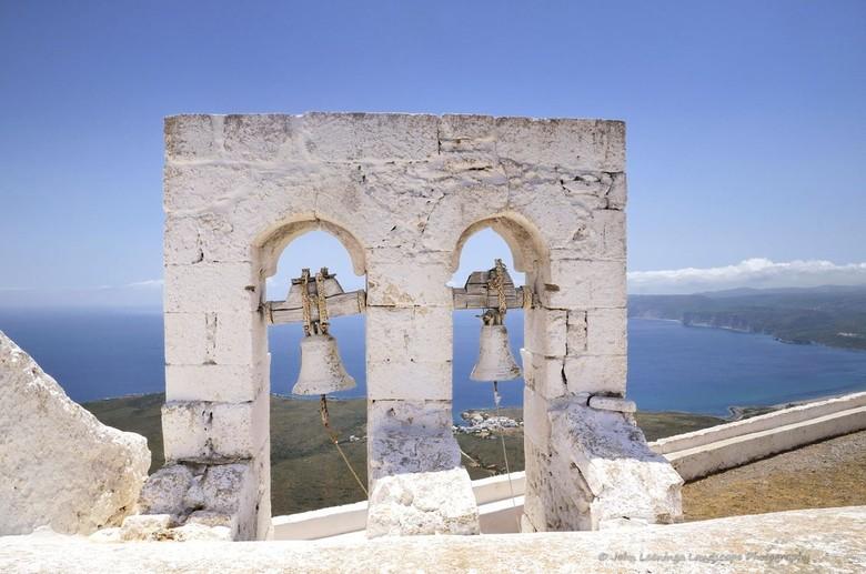 Kythira klokken van het kerkje Agios Giorgos - Klokken van het kerkje  Agios Giorgos op het Griekse eiland Kythira, het kerkje ligt op zo'n 400 m