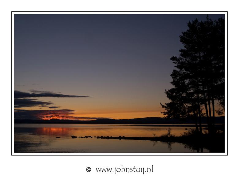 Swedish sunset - Nu de winter zo'n beetje ten einde loopt wordt het tijd om de blik voorzichtig richting zomervakantie te laten gaan. En hoe kan