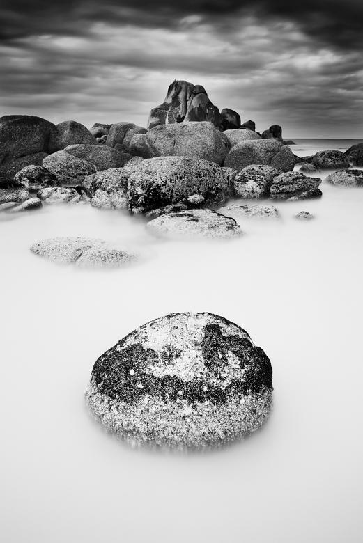 Het ei - Een zwart with foto van de mooie rotsen in Mt William Nationaal Park in Tasmanie, Australie.