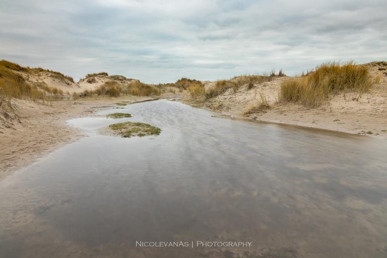 Hors Texel - De Hors, Texel.  Jonge duinen met beekjes. Lange sluitertijd met de big stopper.