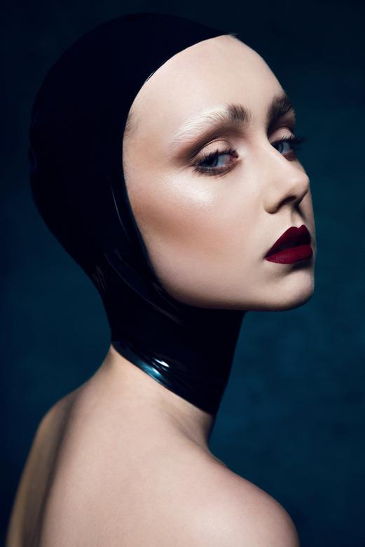 Power - Model: Maartje<br /> Make-up: Sanne Visscher<br /> Fotografie: Roxanne Letterie