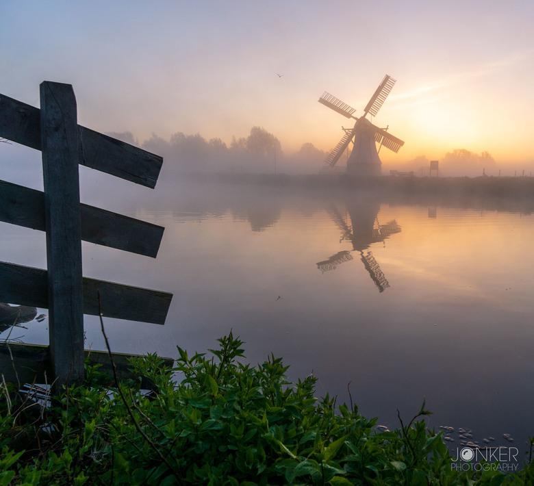 Witte molen - Een mistige zonsopkomst aan de witte molen in Groningen. Mijn favoriete omstandigheden voor een mooie foto