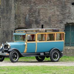 Antieke bus op Fort Buitensluis