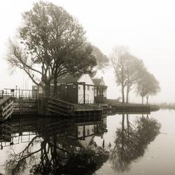 Sluis in de mist