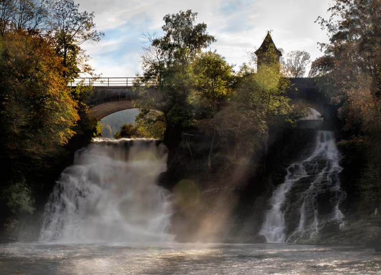watervallen van coo - Semi Panorama, samengesteld uit 3 foto&#039;s.<br /> 2x beneden 1x boven.<br /> Dit heeft verder niets te maken met aparte bel