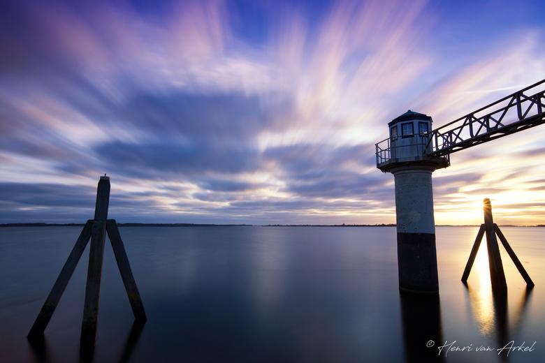 Oostmahorn Vuurtoren - Zonsopkomst - Een zonsopkomst bij de Oostmahorn Vuurtoren aan het Lauwersmeer. Voor deze foto heb ik een 10 stops ND filter geb