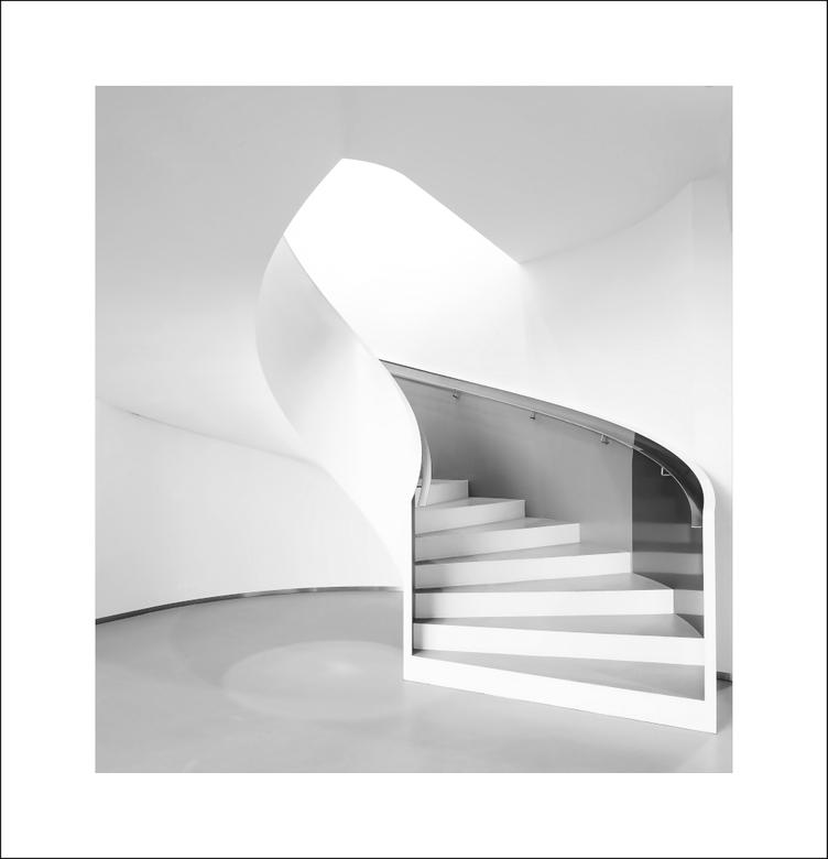 Eindtrap - Ergens in Groningen...<br /> Laatste versie van deze trap, dit keer een uitsnede in zwart wit.<br /> <br /> Datum: 2020:03:13<br /> F-s