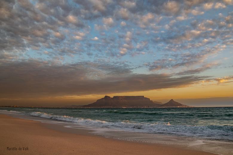 De nacht valt in Kaapstad