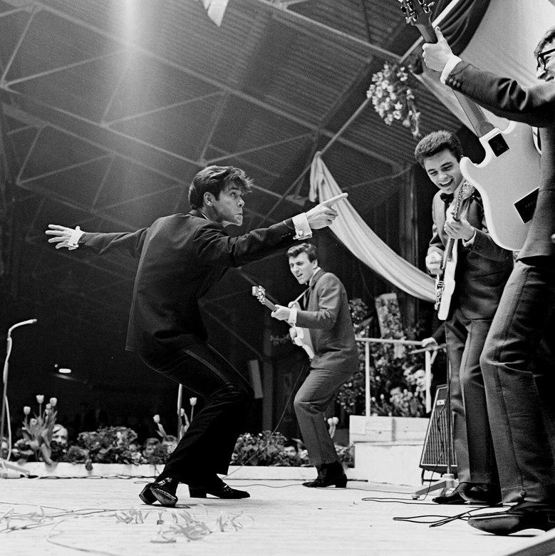 Sir Cliff Richard - Mei 1964 Cliff Richard  en The Shadows in de Veilinghal van Blokker.<br /> Fotograaf; Harry Bedijs<br /> Copyright Stichting Fot