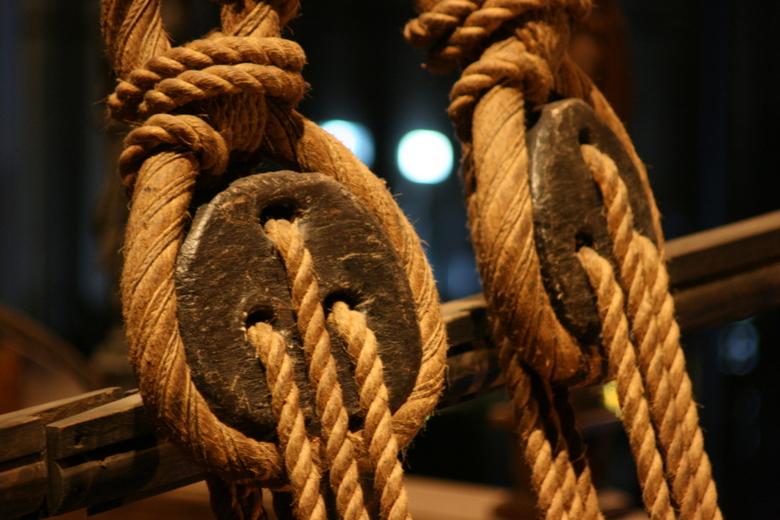 Touwen - Een close-up van de touwen van het in de 17e eeuw gezonken schip 'Vasa', wat volledig intact tientallen jaren geleden van de Zweeds