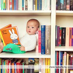Betrapt in de boekenkast