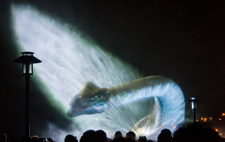 Glow Dino - Zo bladerend door mijn archief kwam ik deze tegen van festival Glow enkele jaren terug..