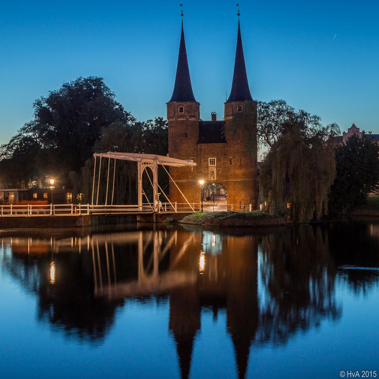 Oostpoort Delft - De Oostpoort in Delft vlak na zonsondergang