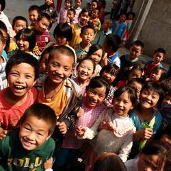 Gelukkige schoolkindjes in midden China