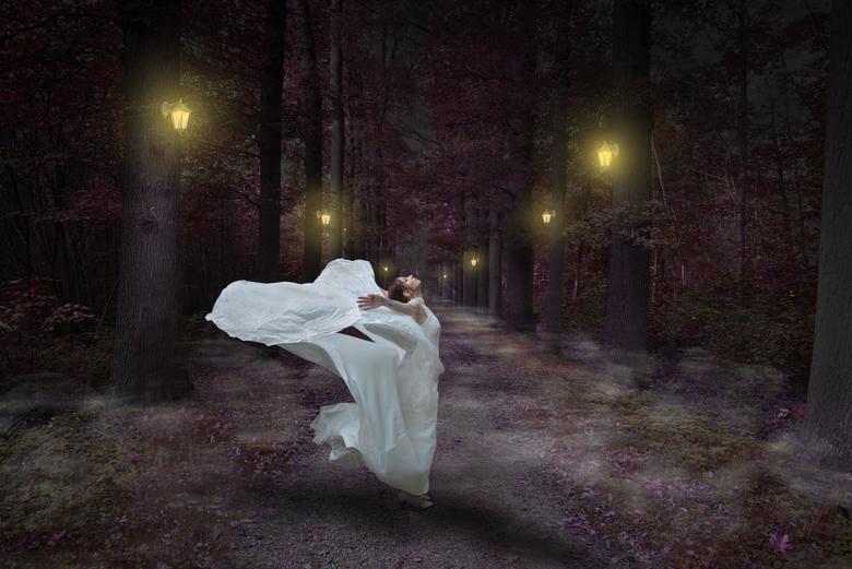 sabine jurk wapperen fantasy - wind wappert onder d ejurk heen