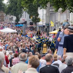 Reuzen trekken veel bekijks in Maastricht