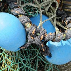 visnet Lauwersoog met blauwe drijvers