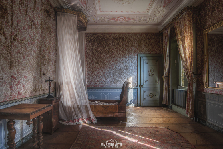 Slaap zacht - Slaapkamer in een verlaten chateau<br /> <br /> Nikon D7200<br /> Tokina 11-20