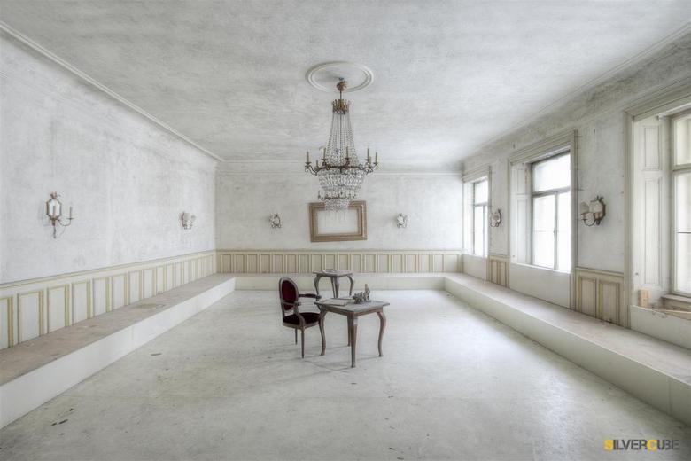 Heavens Room - Een verlaten oud historisch Hotel.. met deze mooie witte kamer!