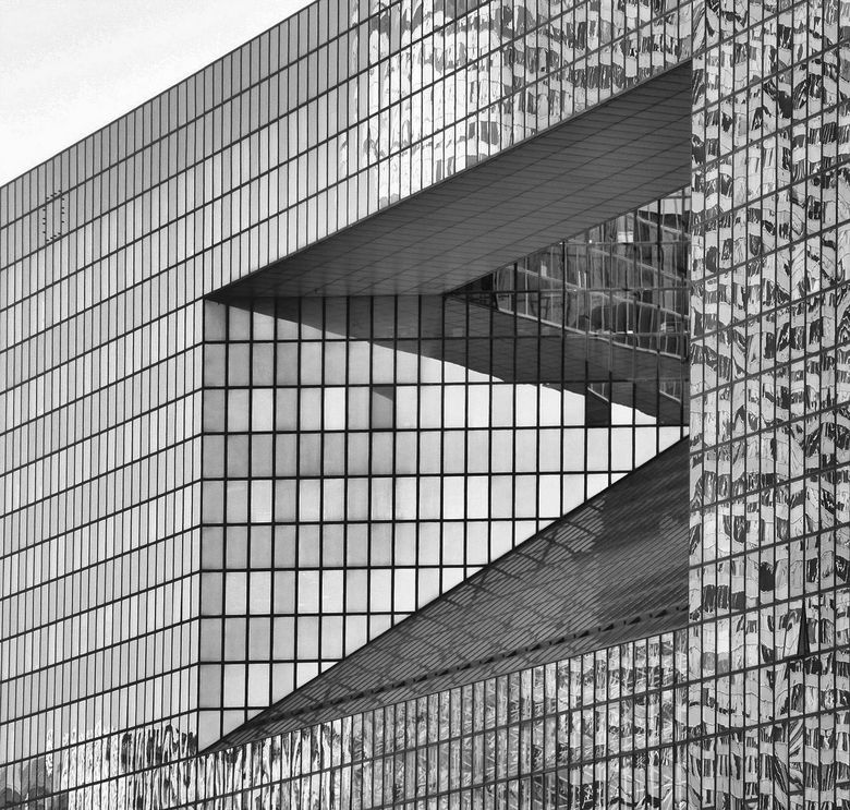 Architectuur - zwart wit gespiegeld glas