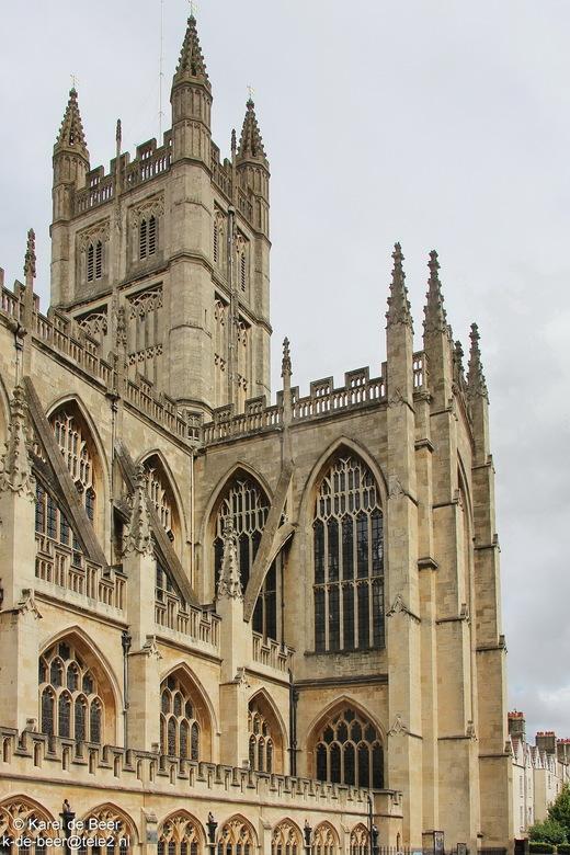 Bath 06 - We naderen Bath Abbey van opzij. Dit is een van de grootste kerken in dit deel van Engeland in perpendicular gotische stijl. Zoals we zagen